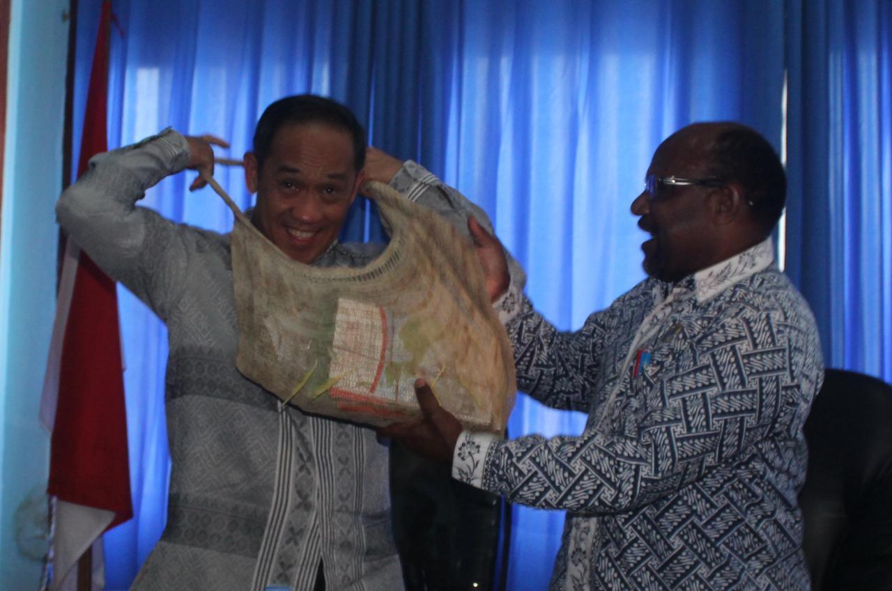 Dikunjungi pejabat Kemenlu RI, MRP mendesak Presiden menarik pasukan di Nduga