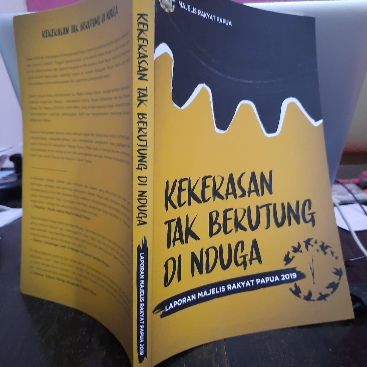 """Majelis Rakyat Papua meluncurkan buku """"Kekerasan tak Berujung di Nduga"""" di Jayapura, Papua, pada Senin (9/12/2019). – Jubi/Benny Mawel"""