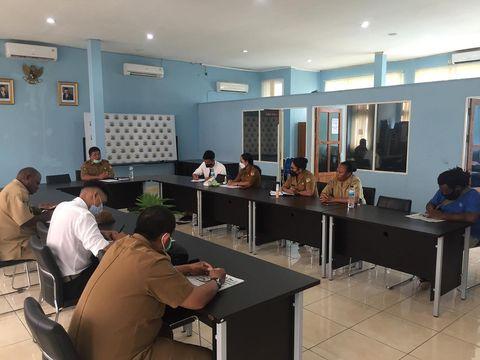 Guna mendukung kegiatan lembaga Majelis Rakyat Papua (MRP), kepala bagian humas Sekretariat MRP I Komang A Wardana, SE, MM melaksanakan rapat internal pada bagian humas.  Rapat internal dihadiri Kasubbag Dokumentasi dan Publikasi Aryani Pilus, S.Pd, M.MPd, Kasubbag Perjalanan dan Protokol Enny K. Saraun, SE, MM bersama seluruh staf pada bagian humas.