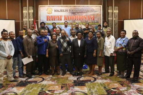 Majelis Rakyat Papua (MRP) melakukan rapat kordinasi bersama tim kerja perlindungan HAM orang asli Papua (OAP) bersama Eks karyawan PT Freeport Indonesia yang di PHK sepihak oleh perusahaan. - Humas MRP