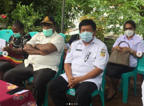 Sekretaris Majelis Rakyat Papua (MRP) Drs. Wasuok D. Siep bersama seluruh staf Sekretariat MRP mengikuti ibadah pelepasan dan pemakaman Almh. Herika Merlyn Maniani (Staf Sek-MRP).  Kiranya Tuhan memberi kekuatan dan penghiburan bagi keluarga besar yang ditinggalkan.