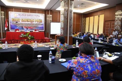 Majelis Rakyat Papua atau MRP menyampaikan proses atau tahapan Rapat Dengar Pendapat atau RDP dengan rakyat asli Papua dalam rangka evaluasi 20 tahun pelaksanaan Otonomi Khusus (Otsus) Papua sesuai dengan amanat pasal 77 UU nomor 21 tahun 2001 - Humas MRP