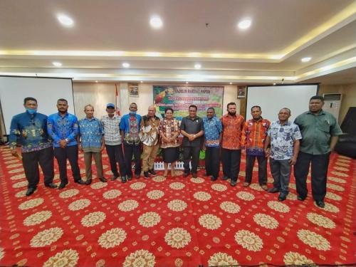 Pertemuan Anggota MRP Wilayah Pemilihan Tabi I (Bapak Demas Tokoro) dan Utusan GKI di Tanah Papua (Ibu Dorince Mehue) bersama Tokoh Adat, Tokoh Perempuan, Tokoh Agama dan Tokoh Pemuda.  Dilaksanakan pada hari Selasa, 15 September 2020, pukul 11.00 – 17.30 WIT, bertempat di Hotel Horex Sentani.   Dihadiri oleh para Ondoafi, Dewan Adat, Tokoh Agama (PGGS), dan Organisasi Pemuda Kabupaten Jayapura, dan Organisasi Perempuan Kabupaten Jayapura.  Agenda : 1.Sosialisasi rencana RDP MRP terkait efektivitas implementasi otsus. 2.Penentuan perwakilan masyarakat adat Kabupaten Jayapura dalam RDP Wilayah Adat.  3.Kesepakatan Kabupaten Jayapura sebagai tuan rumah pelaksaan RDP Wilayah adat Tabi.