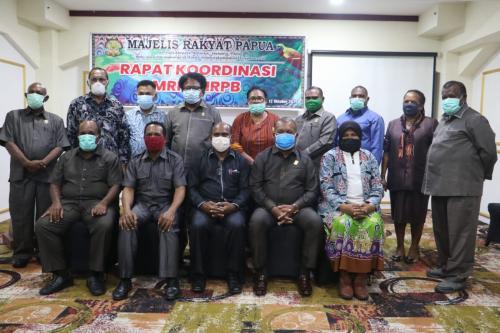 Majelis Rakyat Papua (MRP) bersama Majelis Rakyat Papua Barat (MRPB) melakukan rapat koordinasi siang tadi (Senin, 12 Oktober 2020) menjelang persiapan Rapat Dengar Pendapat Umum (RDPU) mengenai otonomi khusus di tanah Papua bersama seluruh masyarakat Papua. - Humas MRP