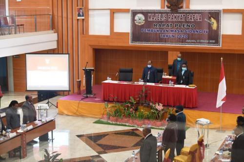 Majelis Rakyat Papua (MRP) siang tadi melakukan rapat pleno pembukaan masa sidang VI tahun 2020.  Timotius Murib Ketua MRP bersama Debora Mote Wakil Ketua II MRP memimpin langsung rapat pleno ini. (16/10/2020) - Humas MRP