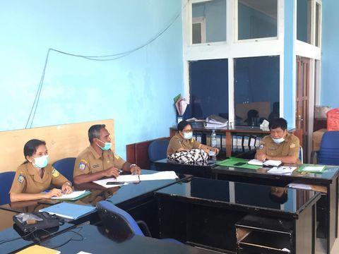 Pagi tadi Kepala bagian umum Sekretariat Majelis Rakyat Papua Dr. Drs. Eddy Pattanduk, MM memimpin rapat internal bagian umum mengawali kerja di tahun 2021.  Rapat dihadiri oleh kepala sub bagian TU dan kepegawaian Simon S. Pelatin, S.Sos dan seluruh staf pada bagian umum. (26/1/2021)